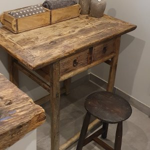 Oude Chinese houten wandtafel voor in een landelijk interieur | Benard's Woonaccessoires