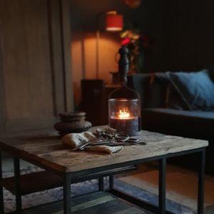 Salontafel gemaakt van oud doorleefd hout met een landelijk karakter