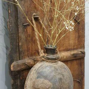 oude kleipot aan jute touw - voor een stoer en landelijk interieur
