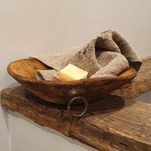 houten schaaltje met ringen voor in een landelijk of sober interieur   Benard's Woonaccessoires