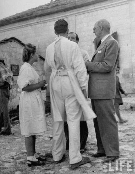 Pablo de Azcarate (R) of the United Nations Truce Commission talking to doctors and a nurse. Jerusalem, Israel. June 1948. John Phillip