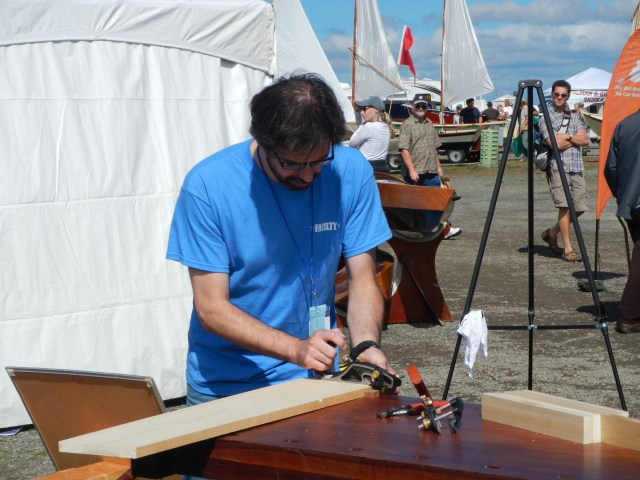 Christopher Schwarz demonstrates the correct use of the Veritas Skew Rabbet Plane.