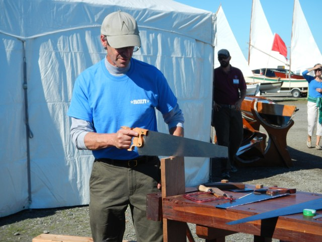 Jim Tolpin demonstrates the use of a Lie-Nielsen panel saw.