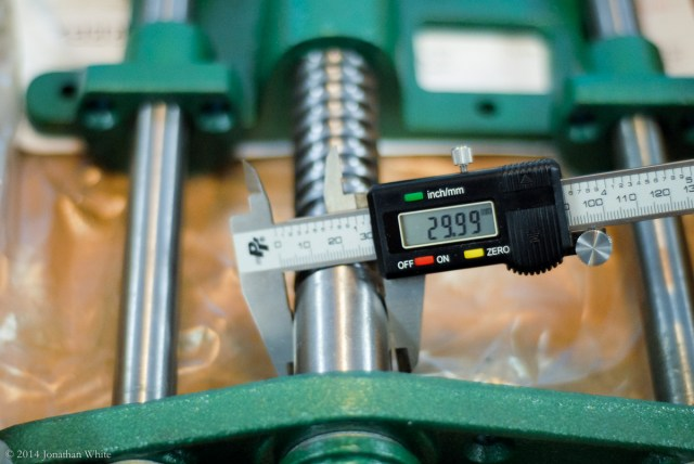 The screw measures between 29.76 and 29.99mm depending how you hold the caliper.