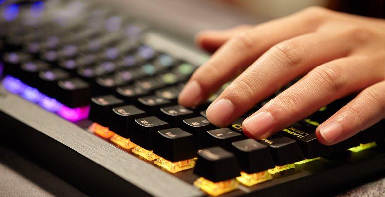 CORSAIR anuncia una nueva gama de teclados mecánicos LUX
