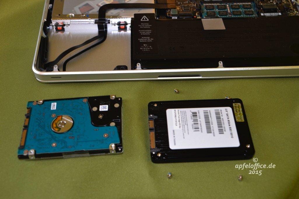 Befestigungen der Festplatte an der SSD anbringen
