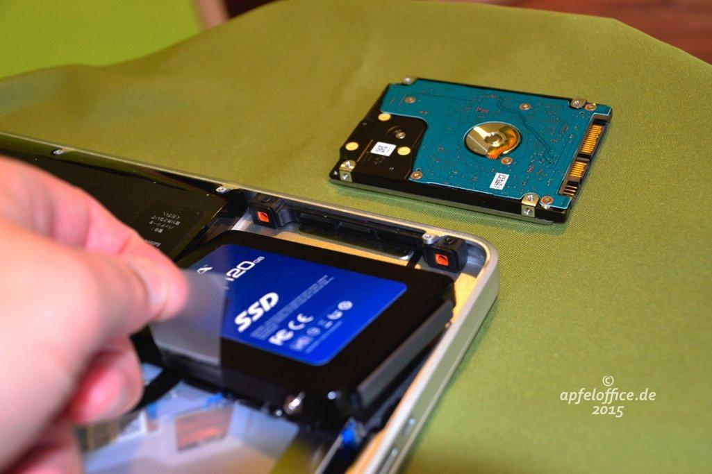 SSD in den Laufwerksschacht des Macbook Pro einsetzen