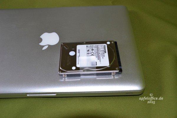Ausgebaute HDD und Macbook Pro