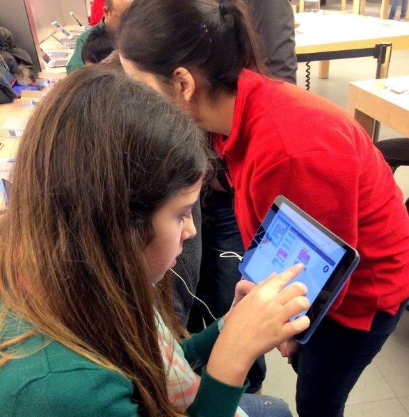Kinder lernen Programmieren bei der Hour of Code 2014 im Apple Store Frankfurt