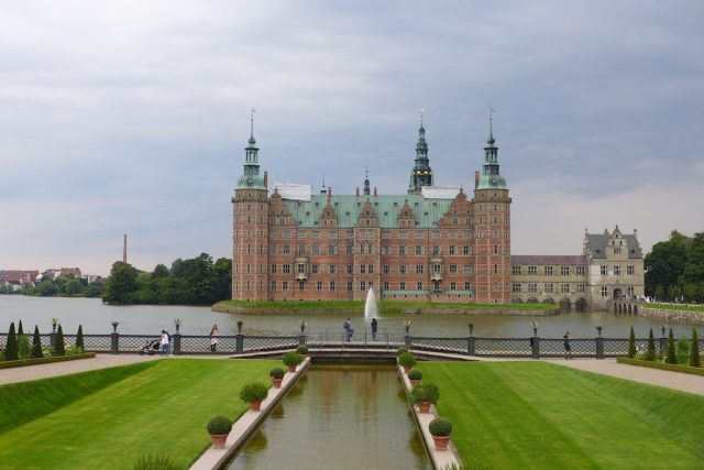 Renaissanceschloss Frederiksborg mit seinem Barokgarten in Hillerod.