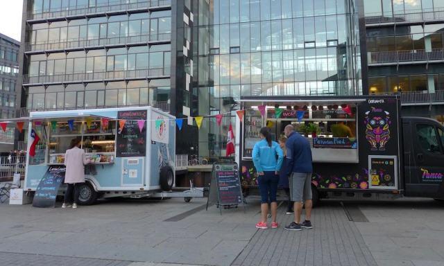 Streetfoodtrucks vor dem Fisketorvet Einkaufszenturm