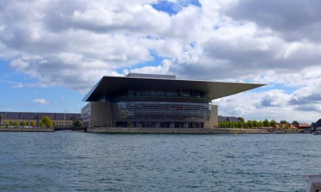 Das neue Opernhaus in Kopenhagen vom Schiff aus