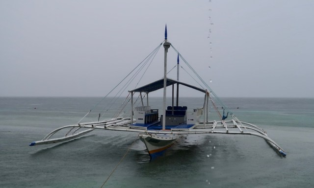 Bangka an einem rainy Day am  Panagsama Beach