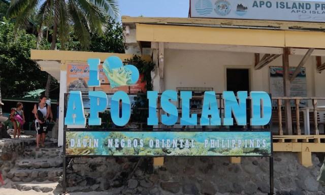 I Love Apo Island Schild am Hauptstrand