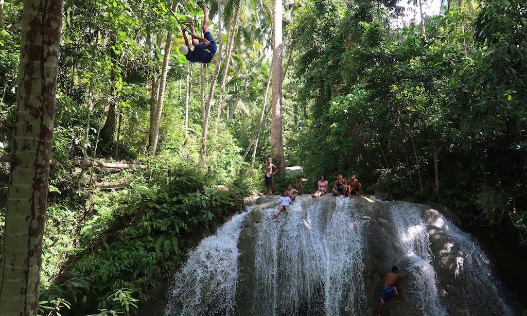 Swingrope Dude in 10 Meter Höhe über dem Lugnason Fall