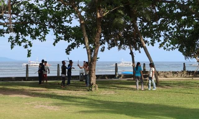 Philippinisches Stockkampftraining mit Meerblick