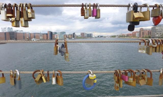 Liebesschlösser in Kopenhagen an der Bryggebroen
