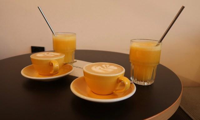 O-Saft und Cappuccino vom Feinsten im Coffeedesk in KOlber