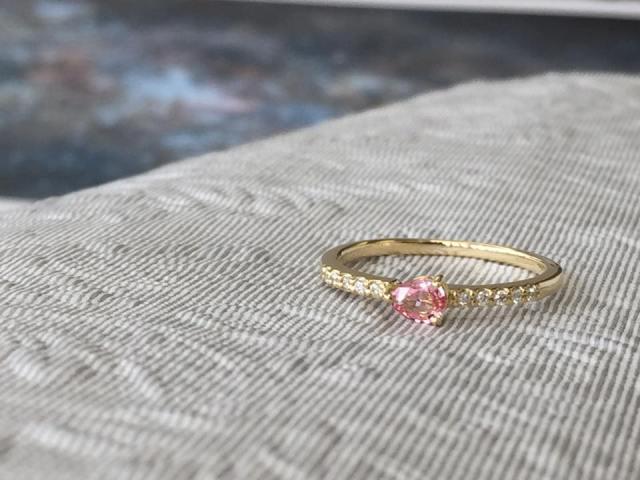 おしゃれな人は選んでます。カラーストーンの婚約指輪エンゲージリング8選
