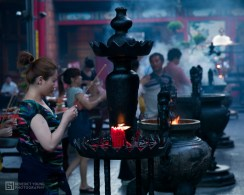 11 Prayers and Incense Offered at Longshan Temple, both Buddhist and Taoist (by Benedict Young)