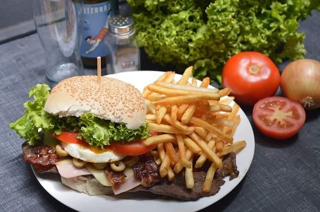 hamburger patatine colesterolo