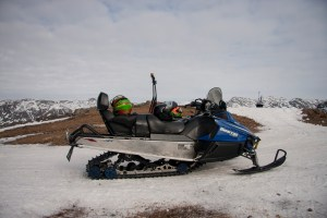 Sisimiut : Driving a Snowmobile
