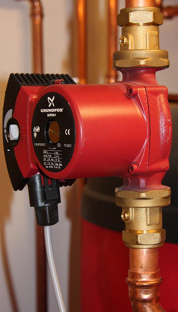 Energislösande cirkulationspump till vårt golvvärmesystem.