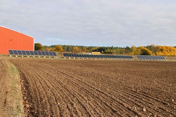 Från vänster kisel-, CIGS- och kiselsolceller, med en effekt på 3,24 - 3,3 respektive 3,24 kW. Gotland 2013-10-11.