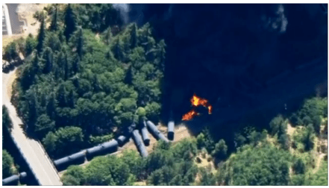 Smoke and flames as multi-car oil train derails in Oregon (00:47)