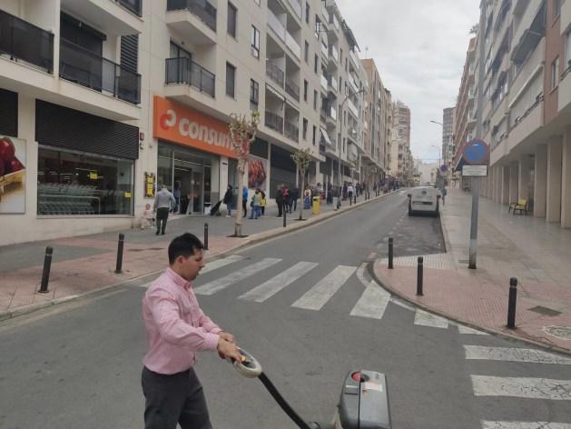 Supermarkt rijen gedurende Corona crisis in Spanje