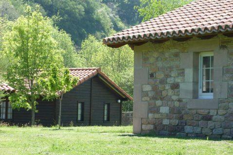 Cabañas en el complejo Puente Romano. http://puente-romano.com/