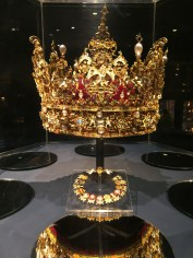 Look at this crown. I wonder how much it was worth!?!