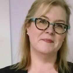 Elaine Bennett offers writing lessons