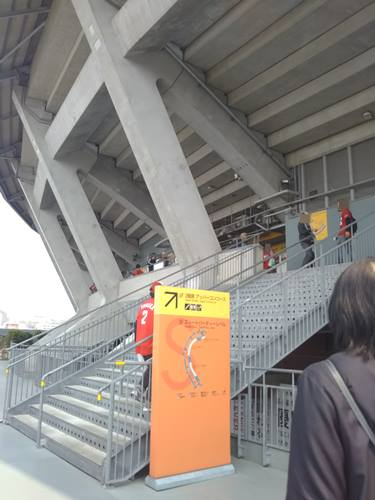 マツダスタジアム,階段,内野自由席