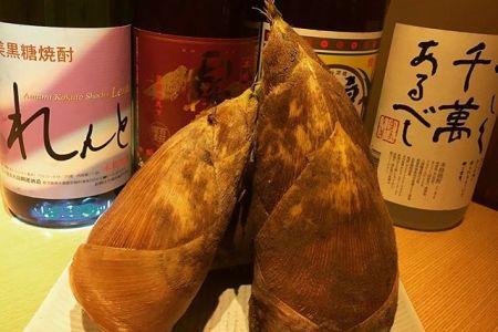 """春の味覚""""筍""""こんばんは べんてんです。前回の菜の花に続き、今回も旬ものの""""たけのこ""""です。柔らかく煮たたけのこを、七輪で香ばしく焼いて食べていただきます。焼酎や日本酒にとても合いますよ。是非ご賞味ください。赤身肉と塩ホルモン べんてん東京都清瀬市松山1-14-1電話07028223432 営業時間  17:00~25:00年中無休#べんてん #清瀬 #肉 #赤身肉 #焼肉 #ホルモン #強炭酸  #レモンサワー #ハイボール  #春 #旬 #たけのこ #筍 #"""