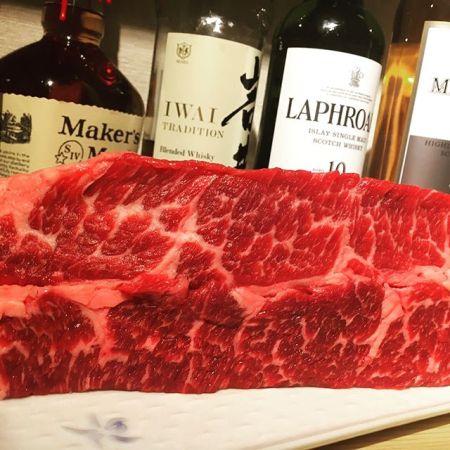 """上ロースこんばんは べんてんです。べんてんの上ロースは牛の肩ロース""""ざぶとん""""の部位を使用しております。柔らかい上ロースは焼いた後、卵黄に絡めてどうぞ是非ご賞味ください。赤身肉と塩ホルモン べんてん東京都清瀬市松山1-14-1電話07028223432 営業時間  17:00~25:00年中無休#べんてん #清瀬 #焼肉 #肉 #赤身肉 #塩ホルモン #ホルモン #強炭酸 #レモンサワー #ハイボール #ロース #上ロース #ざぶとん #肩ロース #卵黄"""