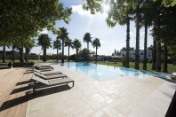Piscina con solarium e integrazione del verde preesistente - B&B Parco degli Aranci, Cutrofiano (LE)