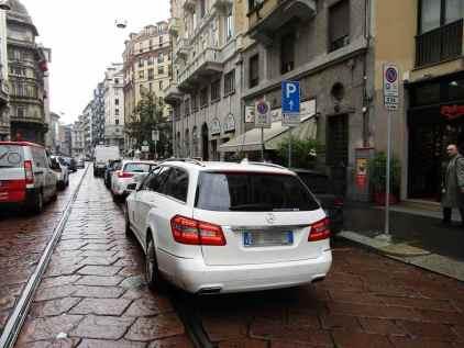 Ciclisti arroganti automobili Milano 1