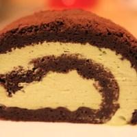 Matcha (Green tea) swiss roll - Double rich with chocolate- Bánh cuộn trà xanh