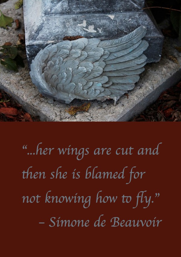 "Citat af Simone de Beauvoir ""...her wings are cut and then she is blamed for not knowing how to fly."" Originalfoto: pixabay.com. Citatillustration: Maria Busch."