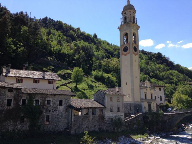 Intakte Siedlung rund um die Barockkirche Santa Maria dell'Assunta in Prosto di Piuro