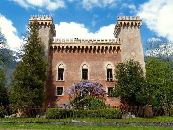 Venezianischer Stil oder Zuckerbäcker-Architektur? Der Palazzo Castelmur