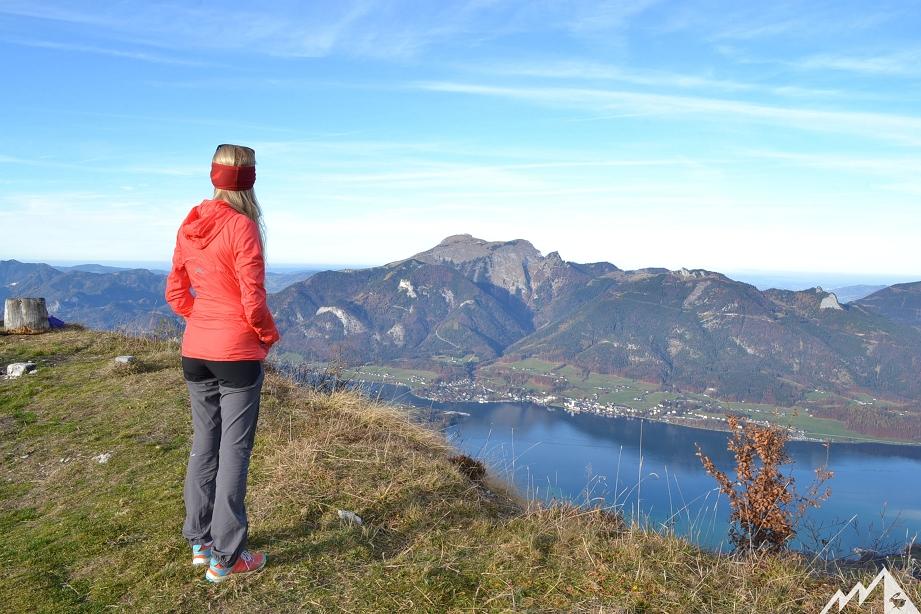 Unten der Wolfgangsee, gegenüber der Schafberg.