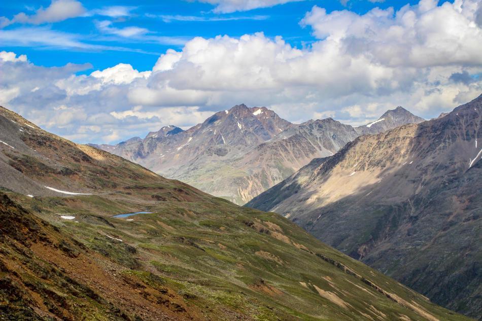 Blick über die Ötztaler Alpen beim Aufstieg auf den Saykogel.
