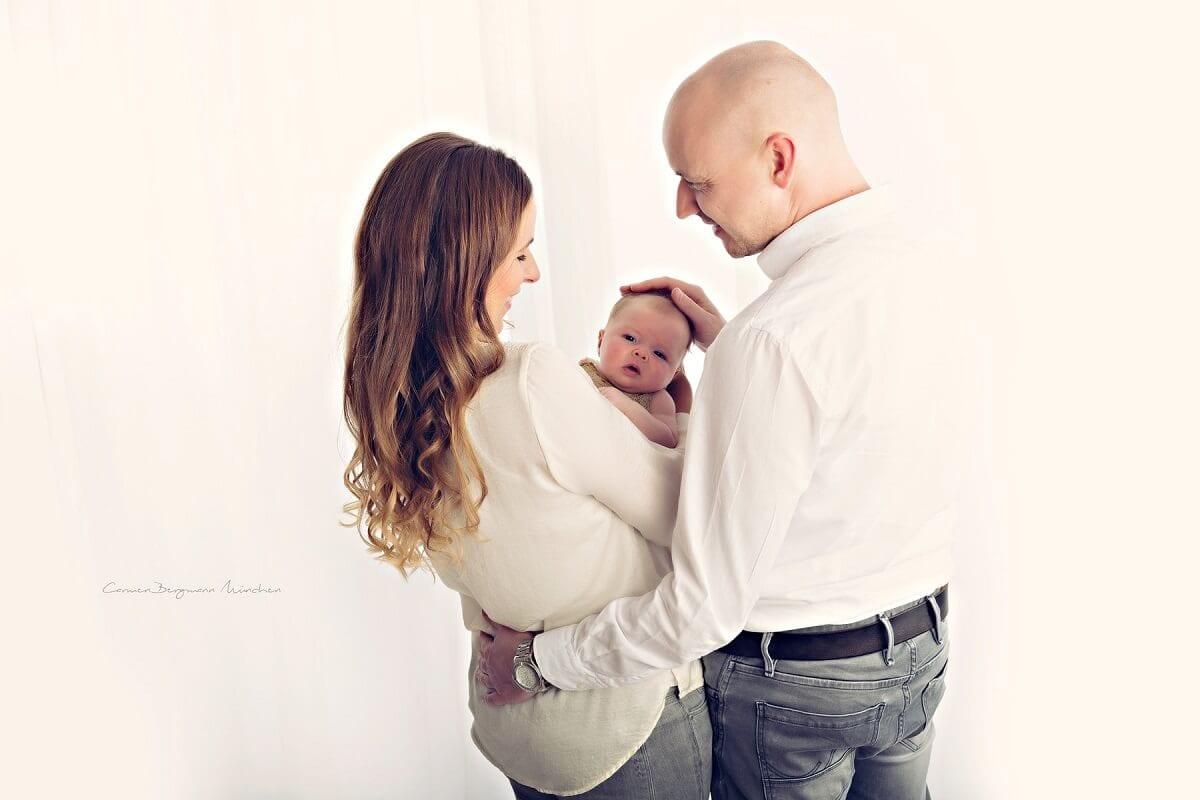 Familienshooting Muenchen Vater Mutter Baby bei Carmen Bergmann Fotografie in Haidhausen