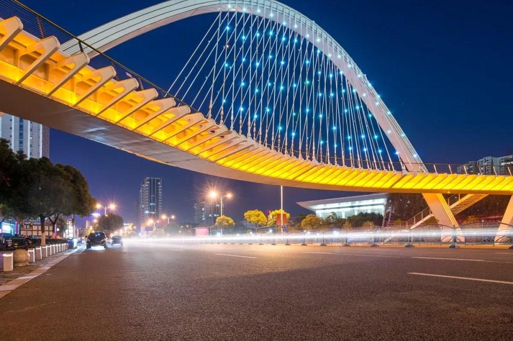 podswietlenie mostu