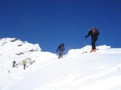 Südseitig am Gipfelgrat