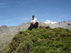Gipfelfoto, rechts hinter mir der Hochfeiler