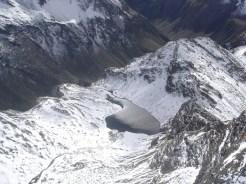 Der Grindlerbergsee vom Gipfel fotografiert