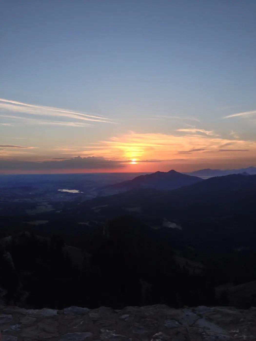Sonnenaufgang hinter dem Grüntensee
